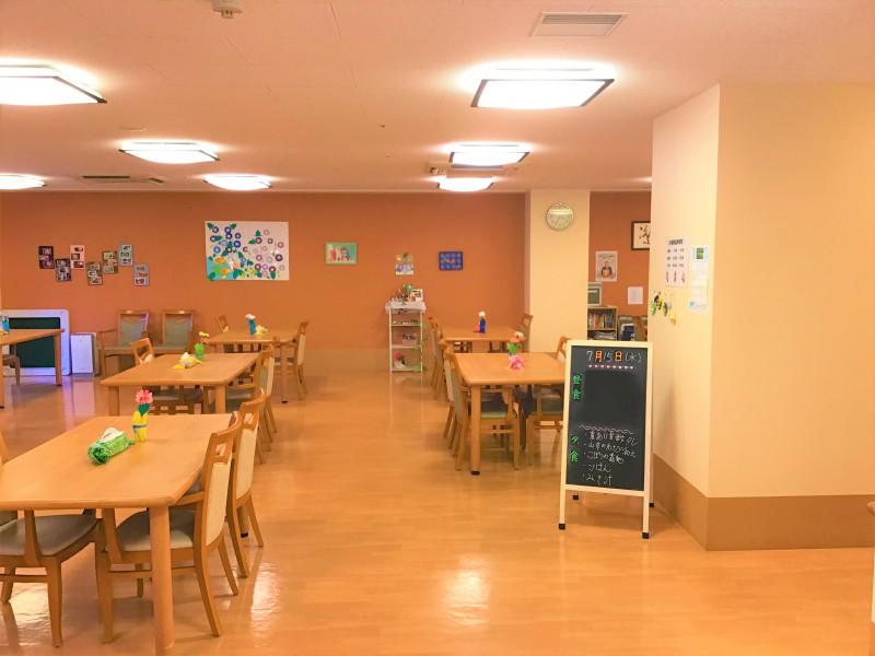 ココファン春日部(サービス付き高齢者向け住宅)の画像(9)食堂①