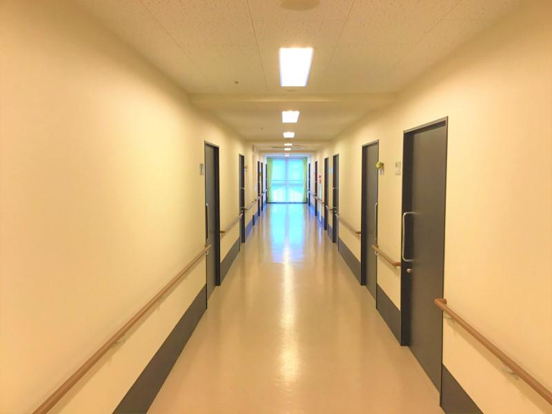 ココファン春日部(サービス付き高齢者向け住宅)の画像(12)廊下