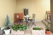 まどかさいたま新都心(介護付有料老人ホーム(一般型特定施設入居者生活介護))の画像(6)1F テラス