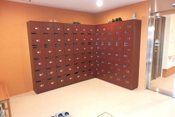 ココファン南越谷(サービス付き高齢者向け住宅)の画像(5)下駄箱