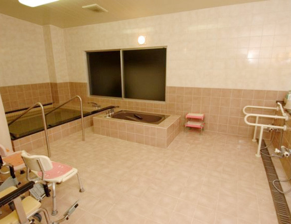 応援家族越谷(介護付有料老人ホーム)の画像(9)浴室2
