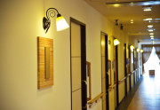 SOMPOケア ラヴィーレ越谷(介護付有料老人ホーム)の画像(5)廊下