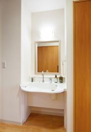 SOMPOケア ラヴィーレ越谷(介護付有料老人ホーム)の画像(12)居室 洗面台