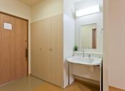 センチュリーハウス武蔵浦和(介護付有料老人ホーム(一般型特定施設入居者生活介護)/サービス付き高齢者向け住宅)の画像(7)居室洗面・収納