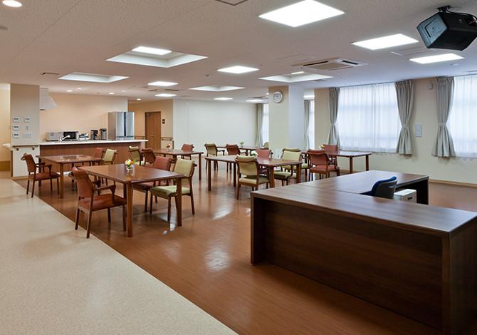 センチュリーハウス武蔵浦和(介護付有料老人ホーム(一般型特定施設入居者生活介護)/サービス付き高齢者向け住宅)の画像(3)リビングダイニング