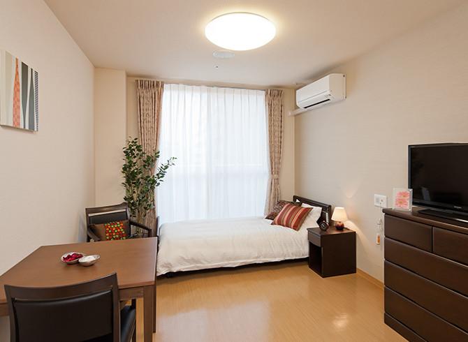 センチュリーハウス武蔵浦和(介護付有料老人ホーム(一般型特定施設入居者生活介護)/サービス付き高齢者向け住宅)の画像(4)居室①