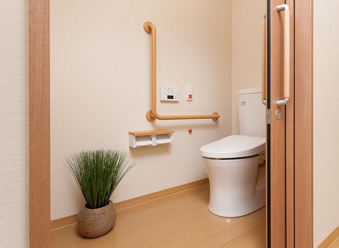 センチュリーハウス武蔵浦和(介護付有料老人ホーム(一般型特定施設入居者生活介護)/サービス付き高齢者向け住宅)の画像(6)居室トイレ