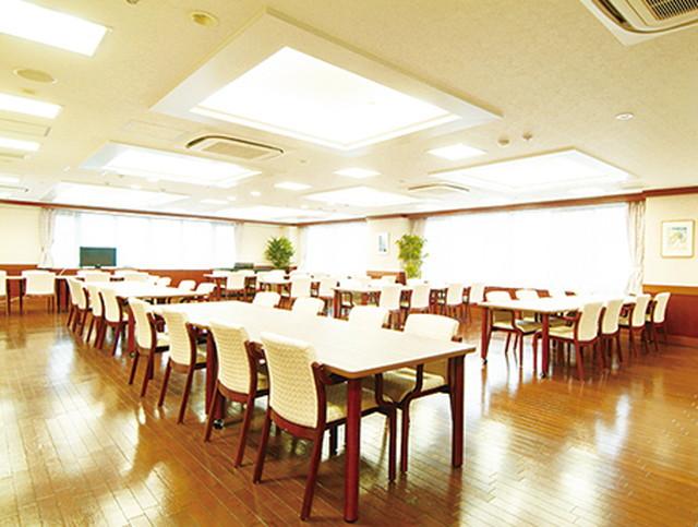 グッドタイムナーシングホーム・東浦和(介護付有料老人ホーム)の画像(7)1F食堂