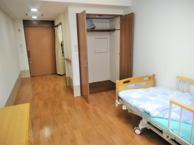 グッドタイムナーシングホーム・東浦和(介護付有料老人ホーム)の画像(11)居室/クローゼット