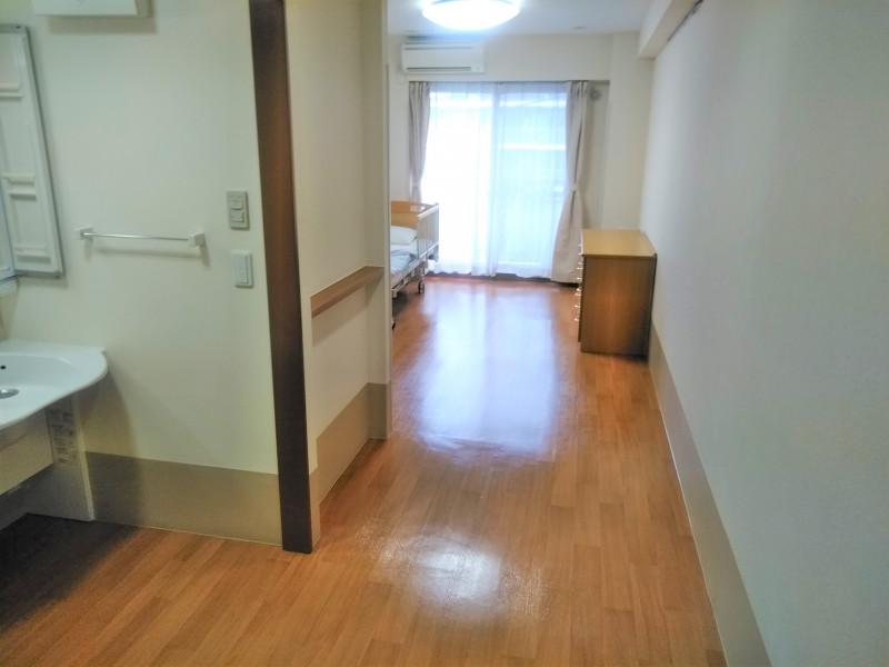 グッドタイムナーシングホーム・東浦和(介護付有料老人ホーム)の画像(12)居室(入口側から)
