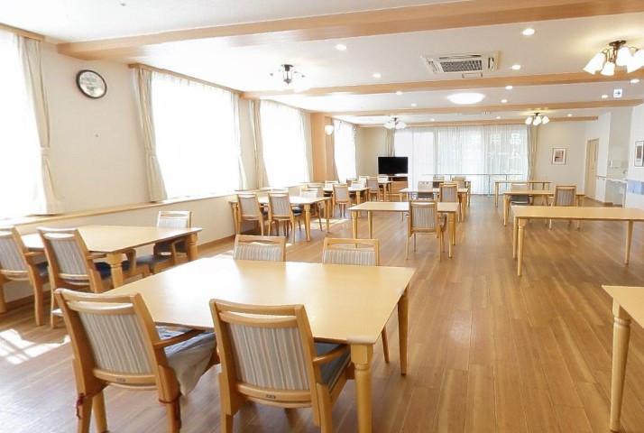 イリーゼ狭山(介護付有料老人ホーム)の画像(10)食堂