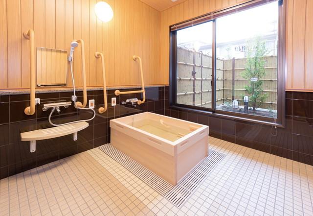 SOMPOケア ラヴィーレ狭山(介護付有料老人ホーム)の画像(5)檜風呂