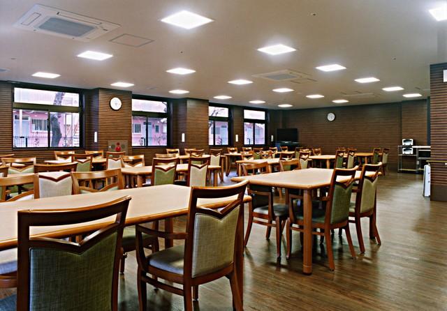 ココファン川口榛松(サービス付き高齢者向け住宅)の画像(9)食堂