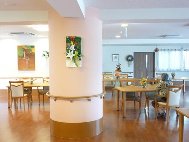 ココファン川口榛松(サービス付き高齢者向け住宅)の画像(10)食堂2