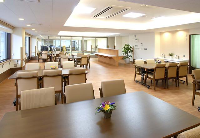 ソラスト川口(介護付有料老人ホーム)の画像(8)2階 食堂