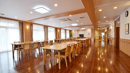 イリーゼ川口安行(介護付有料老人ホーム)の画像(3)1階 食堂リビング