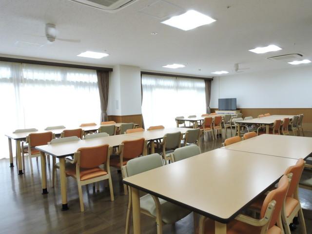 ベストライフ鳩ケ谷(介護付有料老人ホーム)の画像(10)食堂