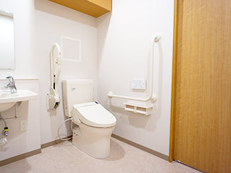 福寿かわさき多摩(住宅型有料老人ホーム)の画像(5)共用トイレ