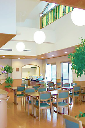 シルバーライフはなみずき(介護付有料老人ホーム)の画像(4)食堂兼機能訓練室