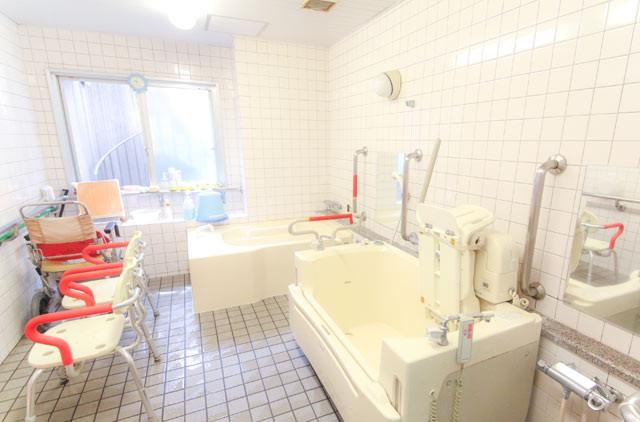 花珠の家おおもり(介護付有料老人ホーム)の画像(5)浴室