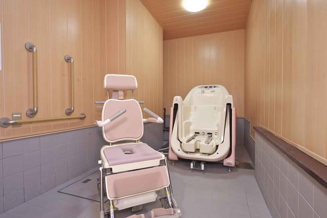 コミュニケア24癒しの新宿御苑(介護付有料老人ホーム)の画像(5)浴室 チェアー浴