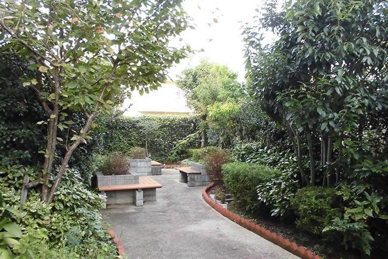 グランダ哲学堂公園(介護付有料老人ホーム(一般型特定施設入居者生活介護))の画像(10)1F 中庭