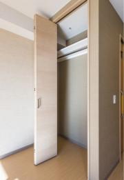 レジデンス足立島根(サービス付き高齢者向け住宅)の画像(9)居室クローゼット