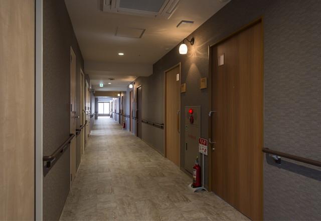レジデンス足立島根(サービス付き高齢者向け住宅)の画像(11)館内廊下