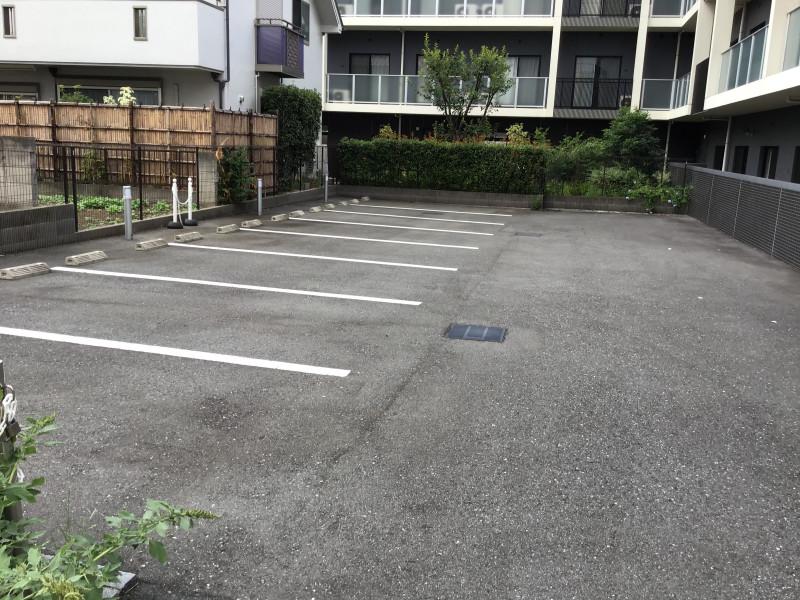 チャームスイート新井薬師さくらの森弐番館(介護付有料老人ホーム)の画像(12)駐車場
