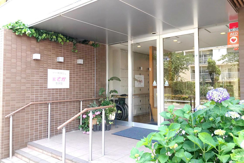 メディカルホームまどか哲学堂(介護付有料老人ホーム(一般型特定施設入居者生活介護))の画像(3)玄関