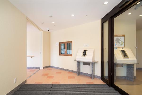 ラウンジヒル湘南台(サービス付き高齢者向け住宅)の画像(4)建物入口の様子