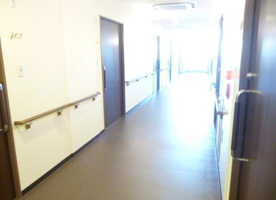 リリーフモア北野(サービス付き高齢者向け住宅)の画像(4)廊下