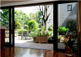 アライブ浜田山(介護付有料老人ホーム)の画像(9)中庭3
