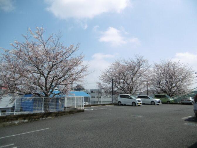 そんぽの家東川口(介護付有料老人ホーム)の画像(15)敷地内駐車場