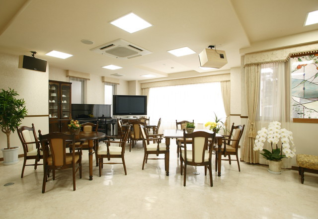 ルフラン荻窪(介護付有料老人ホーム)の画像(2)食堂・リビング