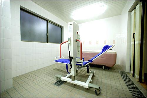 ルフラン荻窪(介護付有料老人ホーム)の画像(13)機械浴