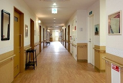 そんぽの家溝の口(介護付有料老人ホーム)の画像(4)ホーム内廊下