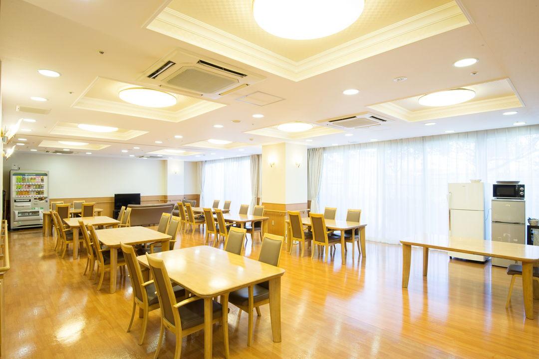 そんぽの家中野島ガーデン(介護付有料老人ホーム)の画像(12)食堂