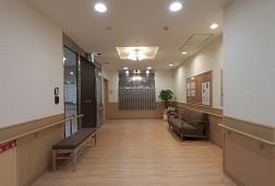 そんぽの家三鷹牟礼(介護付有料老人ホーム)の画像(3)廊下