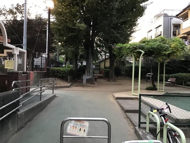 そんぽの家高円寺(介護付有料老人ホーム)の画像(23)公園2