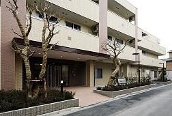 そんぽの家氷川台(介護付有料老人ホーム)の画像(2)正面玄関です。