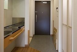 そんぽの家S上野毛駅前(サービス付き高齢者向け住宅)の画像(6)玄関までの通路