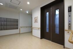 そんぽの家S板橋仲宿(サービス付き高齢者向け住宅)の画像(2)エントランス