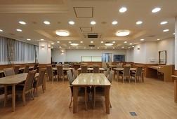 そんぽの家S扇東(サービス付き高齢者向け住宅)の画像(3)1階食堂