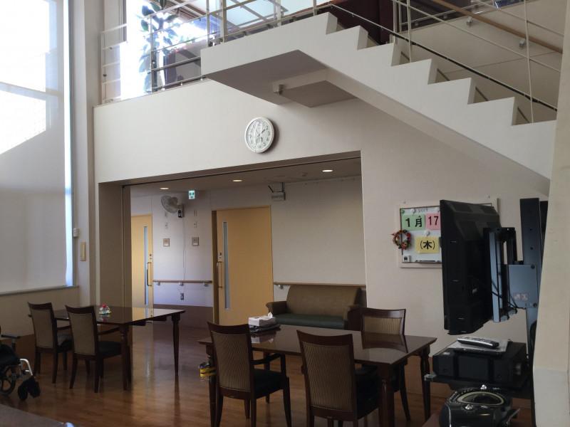 有料老人ホーム シェモア西台(介護付有料老人ホーム(一般型特定施設入居者生活介護))の画像(10)食堂(吹き抜け)