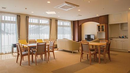 イリーゼ用賀(住宅型有料老人ホーム)の画像(8)食堂
