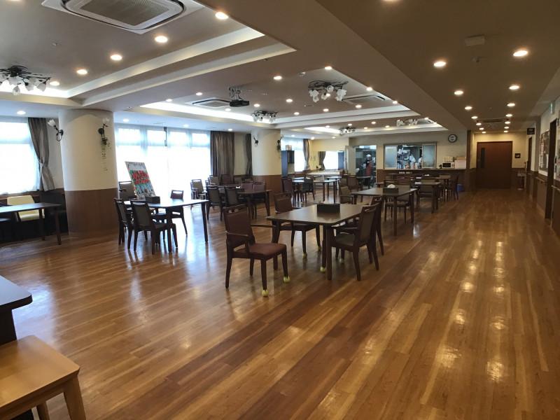イリーゼ用賀(住宅型有料老人ホーム)の画像(14)一階食堂♪