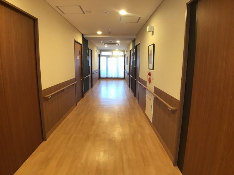 イリーゼ用賀(住宅型有料老人ホーム)の画像(22)廊下②
