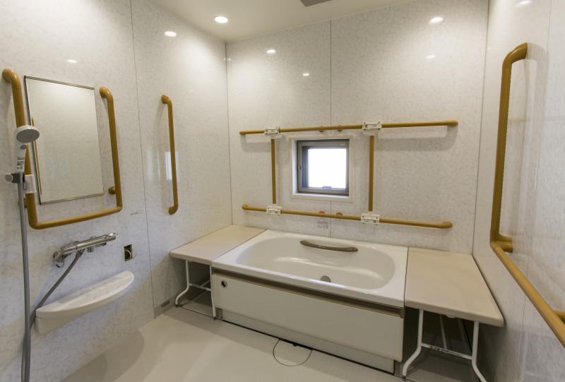 サービス付き高齢者向け住宅 戸塚共立結の杜下倉田(サービス付き高齢者向け住宅)の画像(2)浴室