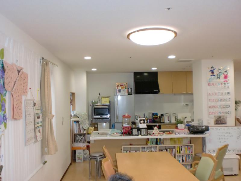 スタイルケア南越谷(介護付有料老人ホーム)の画像(2)1階対面キッチン